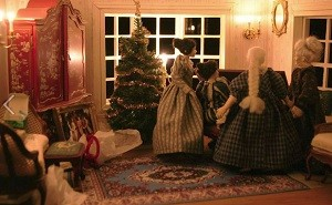 image of a dollhouse Christmas